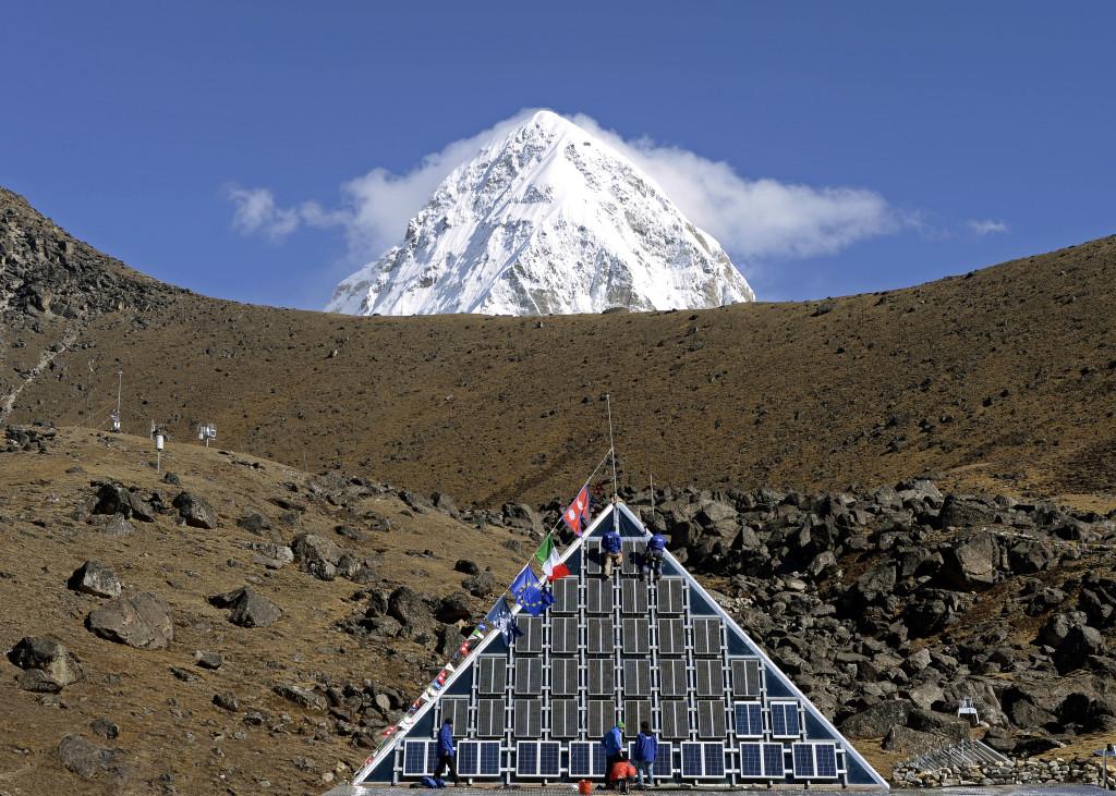 11 Metempsicosi pitagorica_Monte Pumori e sotto la piramide a 5050 mt. Nepal_eds