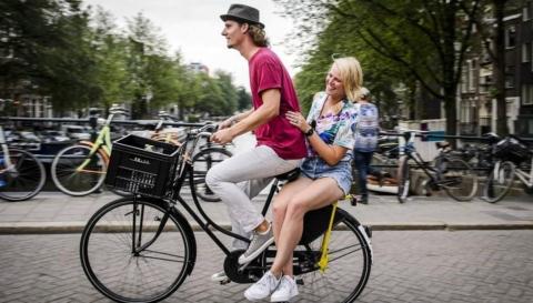 yellow-backie-amsterdam