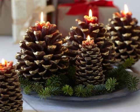 Tavola di Natale perfetta: centrotavola con pigne