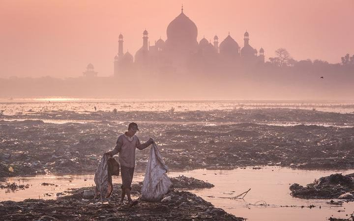 99130287_Mustafa_AbdulHadi_Behind_the_Taj_Mahal_India_2015-large_transdODRziddS8JXpVz-XfUVR2LvJF5WfpqnBZShRL_tOZw.jpg