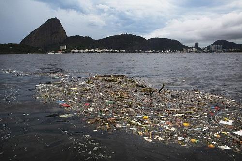 Le terribili condizioni della Baia di Guanabara hanno inciso sulla salute degli atleti e rovinato le attrezzature sportive