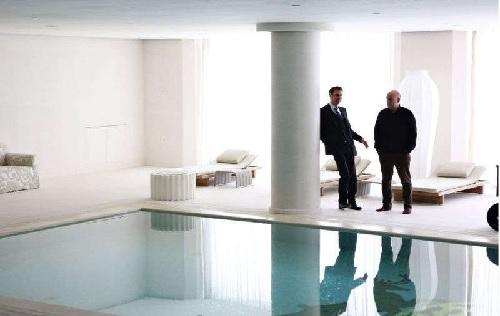 """Paolo Virzì (sulla destra) sul set de """"Il Capitale Umano"""" una delle produzioni che ha applicato l'Edison Green Movie"""