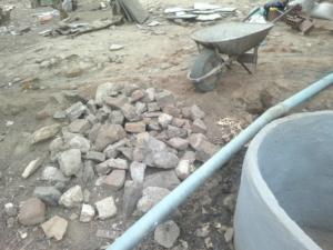 Fase operativa di raccolta pietre per il filtro