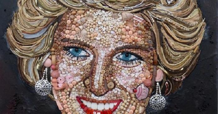 Ritratto della principessa Diana in cui si notano con precisione gli oggetti utilizzati per la realizzazione