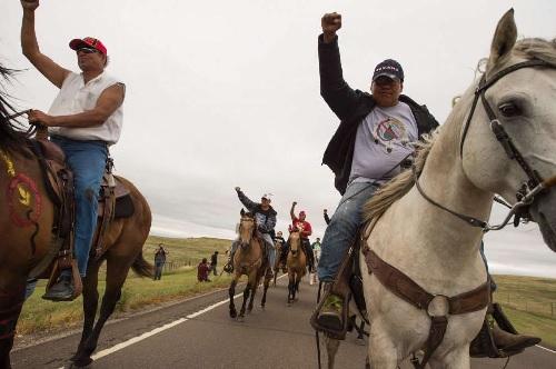 Alcuni dei Nativi Sioux in protesta contra la Dakota Access Pipeline