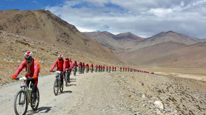 nepal-monache-buddiste-pedalano-per-4mila-chilometri-contro-il-traffico-di-esseri-umani