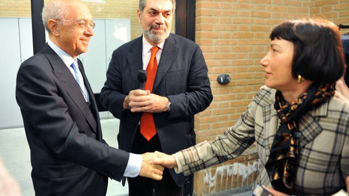 Luisa Minazzi alla prima udienza del maxi processo Eternit a Torino con il pm Raffaele Guariniello   Foto di La Stampa