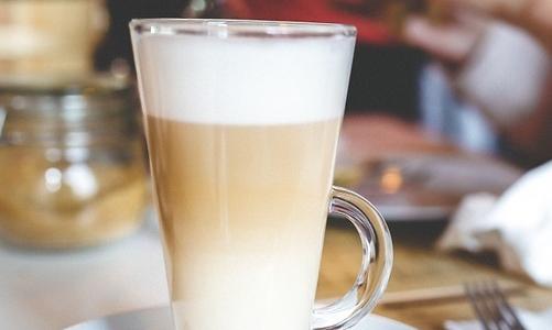 Anche al bar si possono richiedere bevande vegetali alternative al latte.