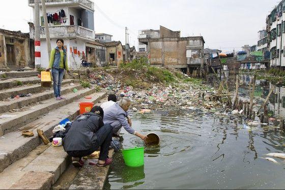 La città di Guiyu, in Cina, è la più grande discarica di rifiuti tecnologici al mondo (Fonte foto: slideshare.net)
