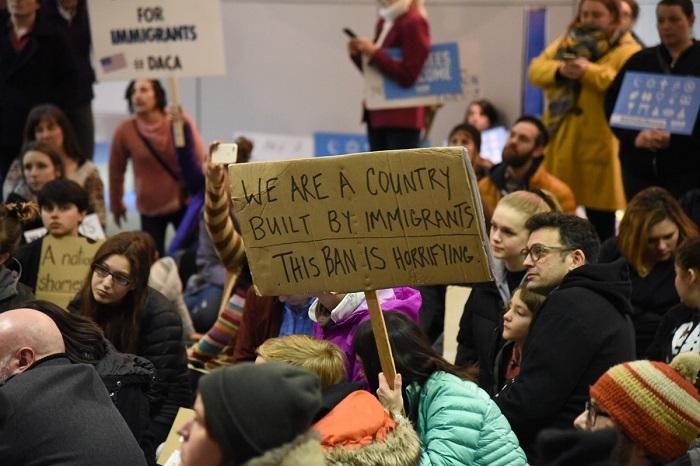 Protesta all'Aeroporto Internazionale di Portland, 28 gennaio. Photo credits: Joe Riedl