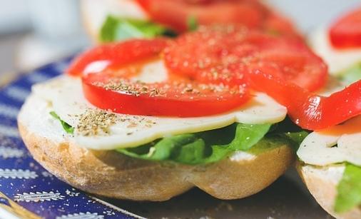 Burger vegetali: si possono preparare anche con melanzane, fagioli o quinoa