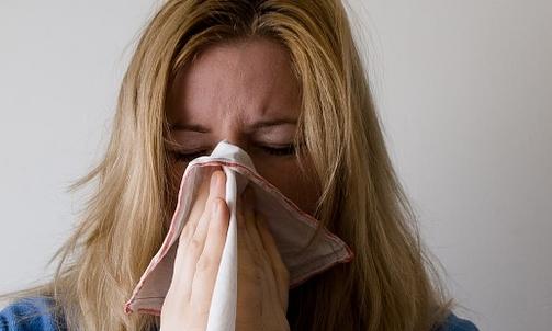 Jala neti: aiuta a contrastare raffreddore, sinusite, tosse e sintomi allergici.