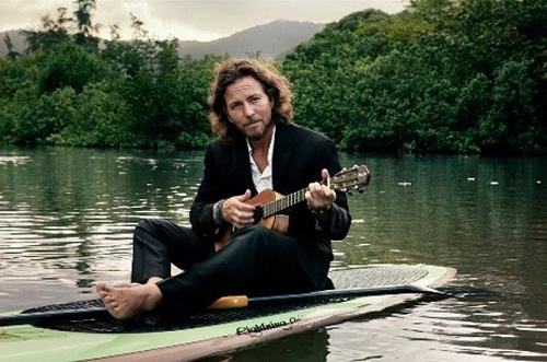 """Musicista e ambientalista, il leader dei Pearl Jam Eddie Vedder ha composto la colonna sonora del film """"Into The Wild"""""""