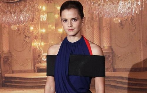 """Un altro abito in plastica riciclata indossato da Emma Watson per presentare """"La Bella e La Bestia"""""""