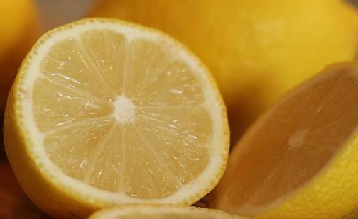 Bicarbonato: in aggiunta al limone è usato anche per preparare uno scrub naturale per viso e corpo.