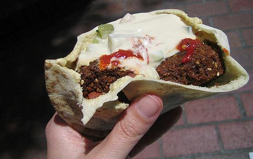 Falafel: sono un ottimo street food da gustare con un panino.