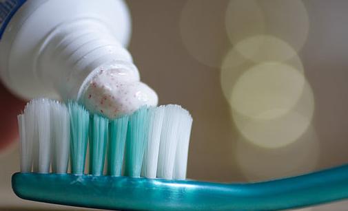 Piorrea: per prevenirla, è importante una corretta igiene orale quotidiana.