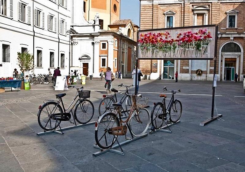 Fare i conti con l'ambiente è una manifestazione diffusa che si svolge nelle piazze di Ravenna