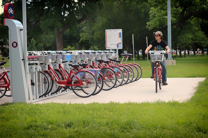 bike sharing a flusso libero vs bike sharing tradizionale