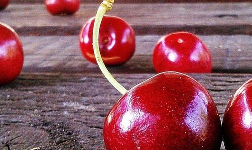 Ciliegie: le varietà sono numerose e si distinguono per dimensioni, gusto e periodo di maturazione.