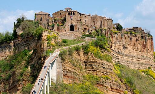 Città che muore: Civita di Bagnoregio è un suggestivo borgo in provincia di Viterbo