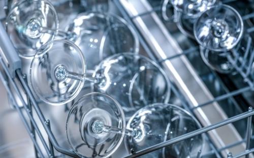 Detersivo al limone fai-da-te: si può utilizzare anche per la lavastoviglie.