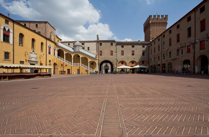 piazza_municipio_ferrara_1