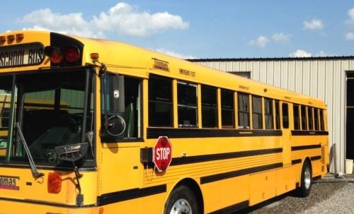 The Nomads Bus: il classico pulmino scolastico giallo trasformato in una casa mobile.
