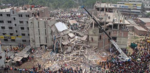 Una foto del Rana Plaza, dopo il crollo.