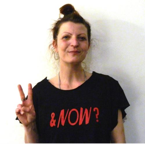 Sara Conforti artista, attivista e curatrice di progetti che legano la moda ed il costume a pratiche sociali e partecipate.