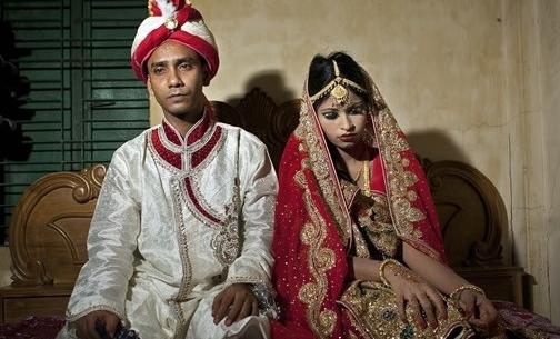 Spose bambine: in Bangladesh i matrimoni sono sempre più precoci per pagare una dote inferiore.