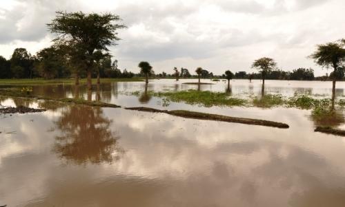 Spose bambine: sono vittime anche di inondazioni e disastri naturali che distruggono i villaggi rurali.