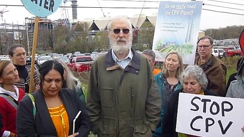 James Cromwell durante una protesta contro la compagnia energetica CPV