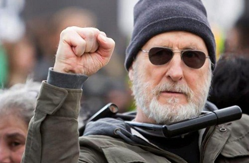 James-Cromwell-Protesta
