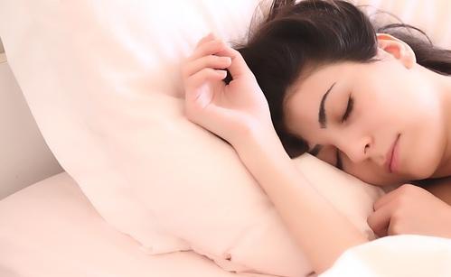 Cervicale: è importante garantirsi un buon riposo notturno, con materasso e cuscino adeguati.
