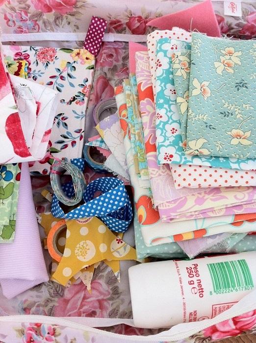 Un esempio di stoffe dai colori vivaci per foderare Foto: acasadiro.com