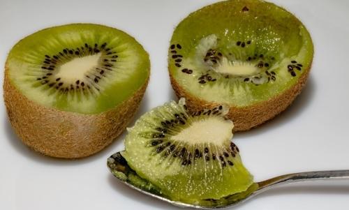 Kiwi: questo frutto presenta interessanti proprietà nutrizionali.