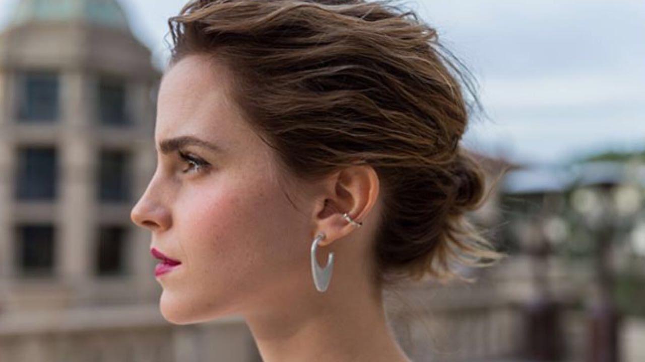 Article 22: Emma Watson ha indossato gli orecchini di questo brand.