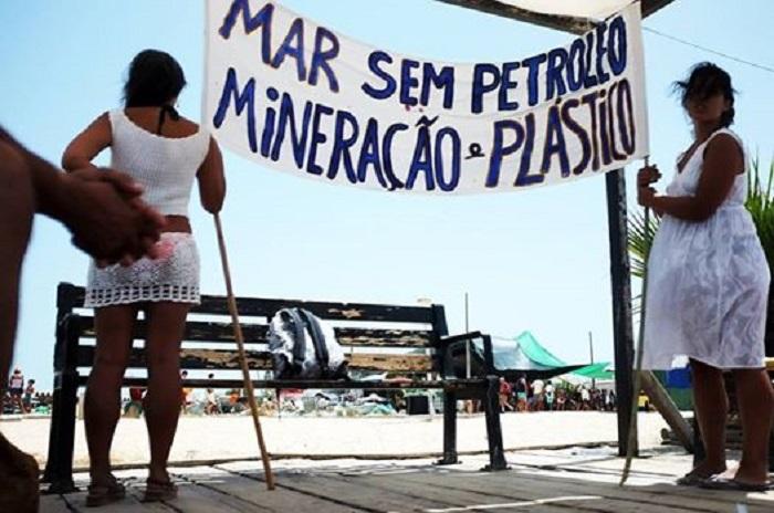 Manifestazione in spiaggia - Foto: PALP