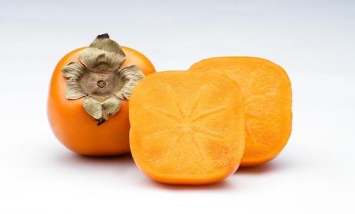 Cachi: maturano nella stagione autunnale e sono facilmente reperibili tra ottobre e novembre.