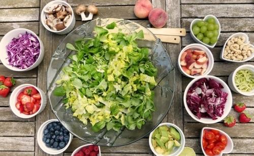 Radicchio: crudo può essere aggiunto ad insalate per dare una nota amarognola.
