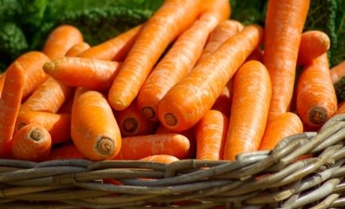 Chips di verdure: da sgranocchiare durante un aperitivo o mentre si guarda un film.