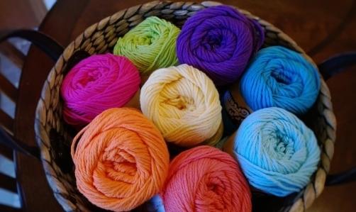 Knitting: i knit cafè sono luoghi di incontro per gli appassionati di questo hobby.