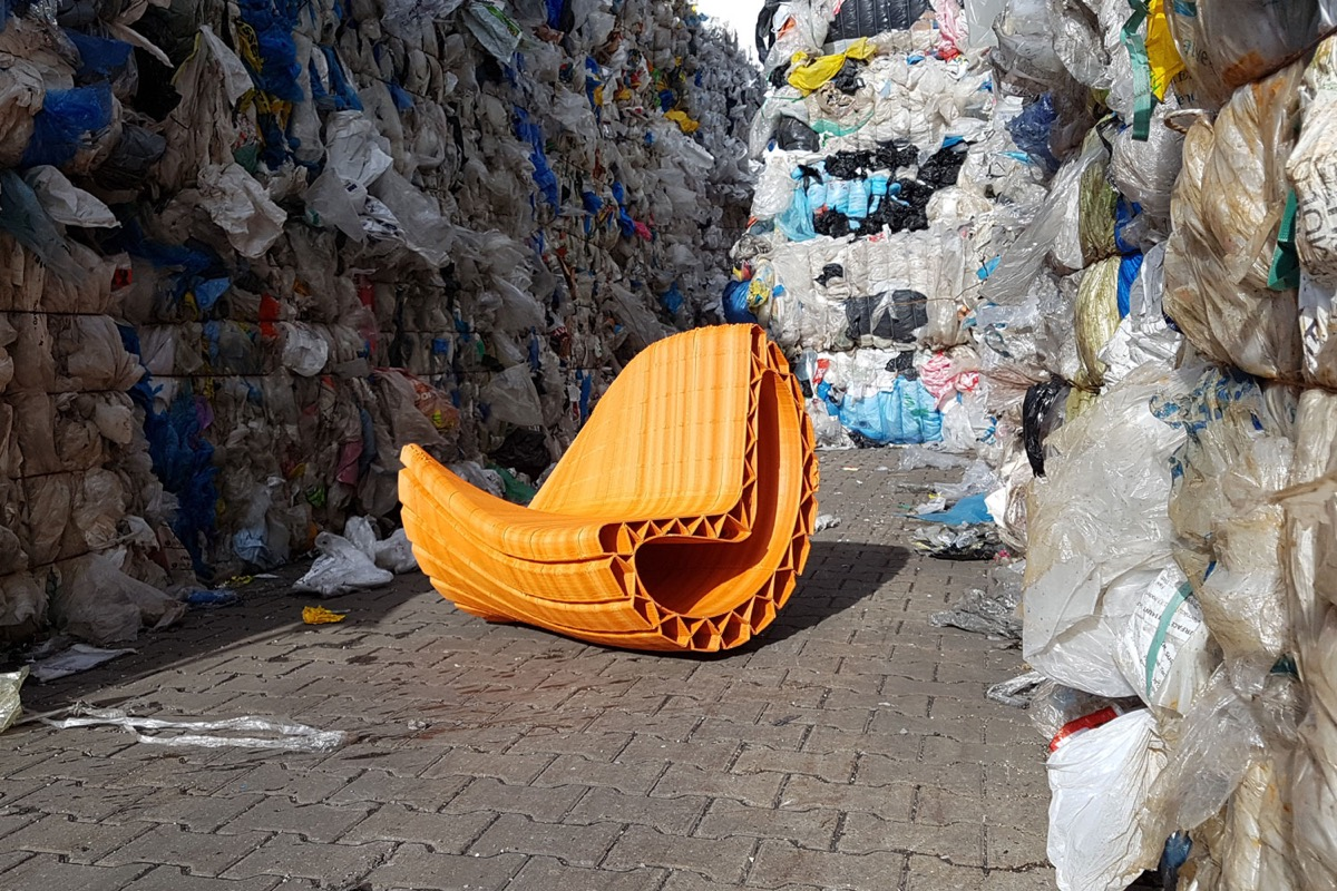 Photo: www.thenewraw.org