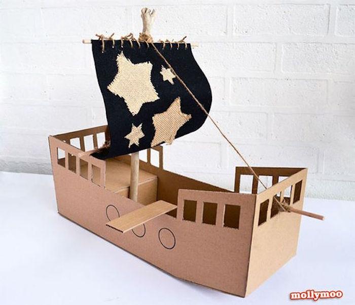 regali di natale nave di cartone