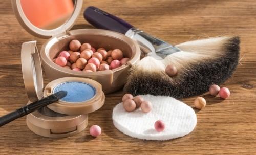 Struccante naturale: in assenza del latte detergente è comunque importante detergere il viso per eliminare le impurità accumulate sulla pelle.