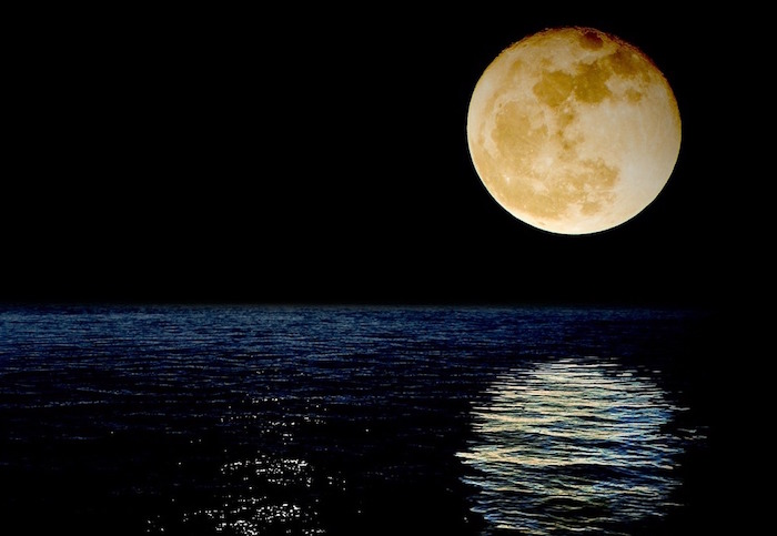 superluna riflesso mare