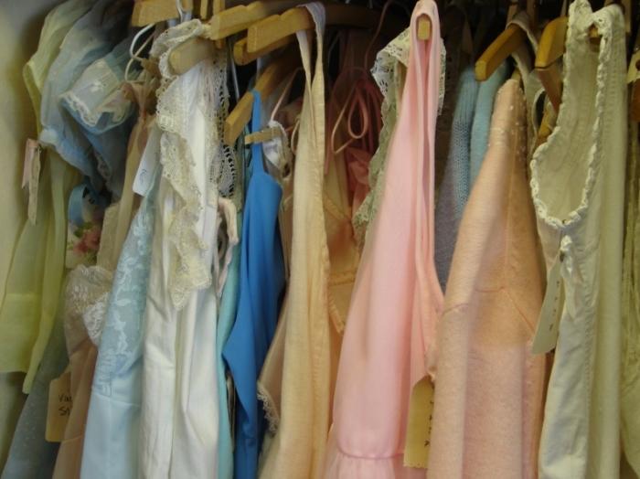 Riciclare vestiti vecchi (fonte: blog.pianetadonna.it)