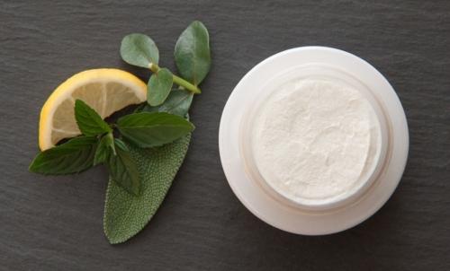 Salvia: grazie alle sue proprietà si rivela utile anche in ambito cosmetico.