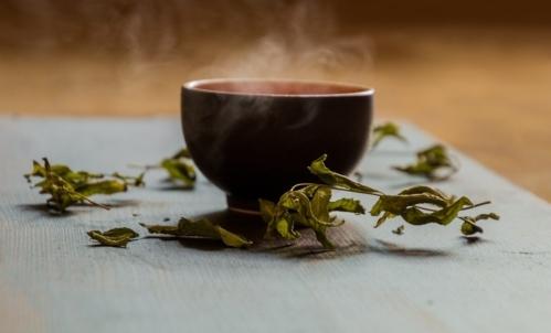 Super cibi: il tè verde contiene catechine, polifenoli ricchi di proprietà benefiche.